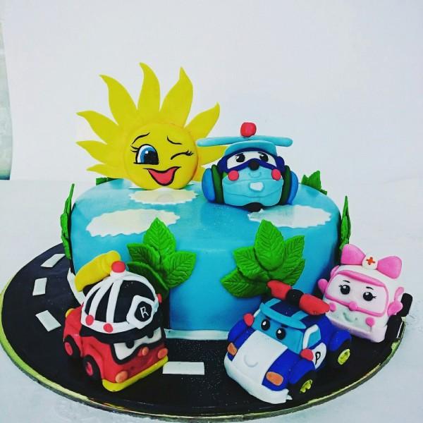 Торт с робокарами и солнцем